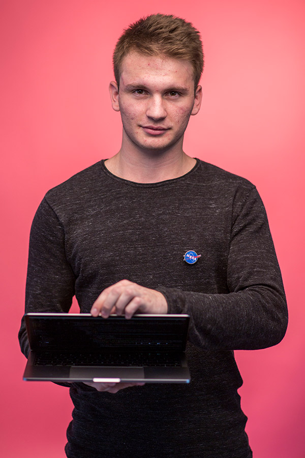 Dominik, Developer